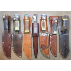 Seven Vintage fixed blade hunting sheath knives in good condition. ............................(786)